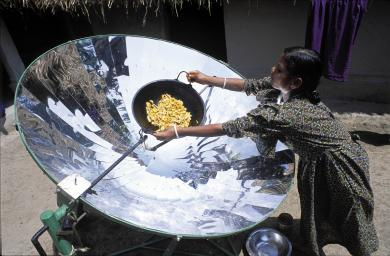 Photo Solar Energy India Assam Young Woman Cooking